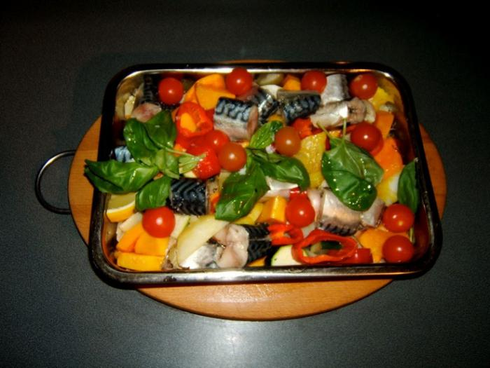 Ricette facili di pesce sgombro al forno con verdure for Cucinare sgombro